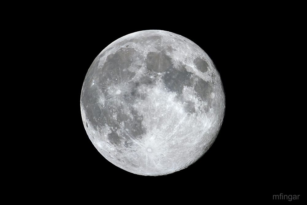 IMAGE: http://www.markfingar.com/photogallery/Moon_8_31_12-lr.jpg
